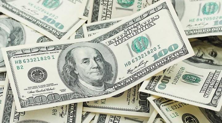 El dólar registró la mayor suba desde la salida del cepo: se disparó un 7% al récord $ 23