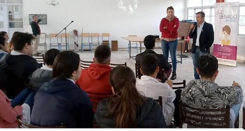 El Senador Beltrán Lora junto a los jóvenes del departamento, futuros protagonistas de la política entrerriana