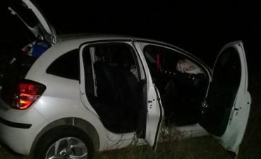 Un auto rozó un camión y sus ocupantes debieron ser asistidos