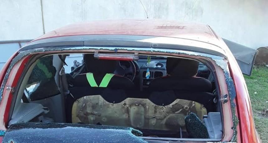 Nogoyá: Una mujer destrozó el auto de la actual pareja de su ex