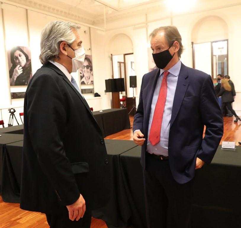 Bordet y Alberto Fernández firmaron un acuerdo para construir viviendas y generar empleo