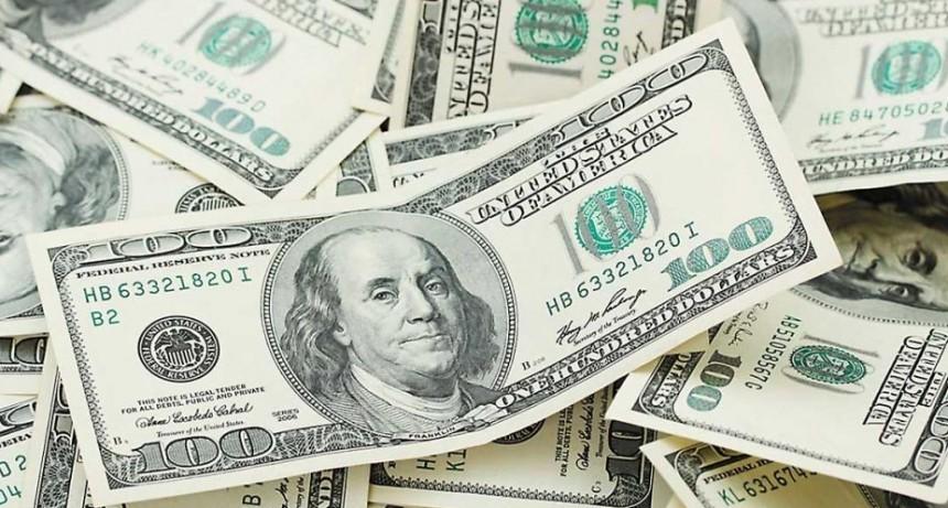 El dólar escala 30% en bancos de la City porteña y alcanza los 60 pesos, el salto más grande desde la salida del