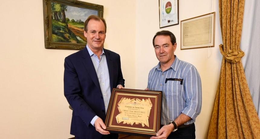 Bordet hizo un reconocimiento al piloto entrerriano Omar ´Gurí` Martínez por su trayectoria