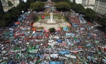 300000 PERSONAS EN LA MARCHA CONTRA EL AJUSTE Y LA REFORMA LABORAL