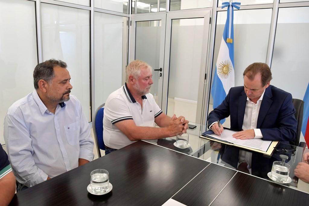Bordet formalizó con los gremios estatales la recategorización para 10.000 trabajadores públicos